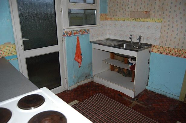 3 bedroom house in Bargoed listed for 10,000 Wales auction properties 2016 kitchen